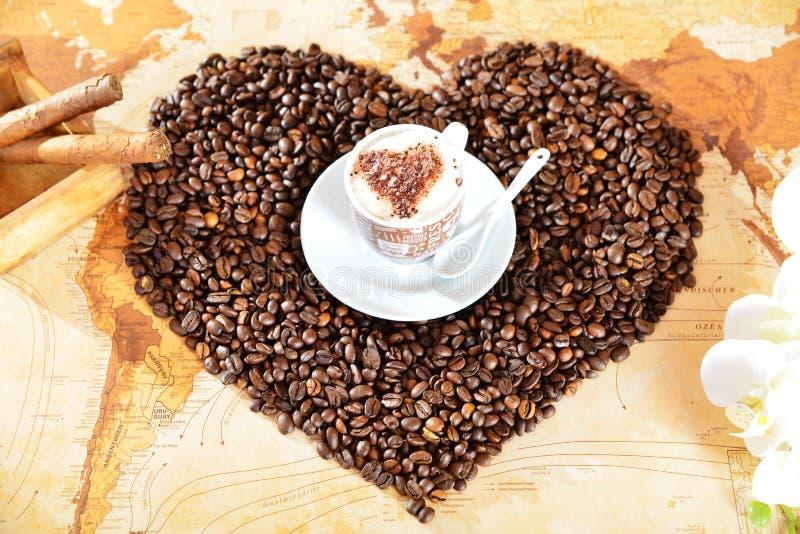 Kaffee vom Herzen lizenzfreie stockfotos