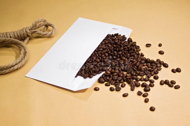 Kaffee vom Umschlag stockfoto