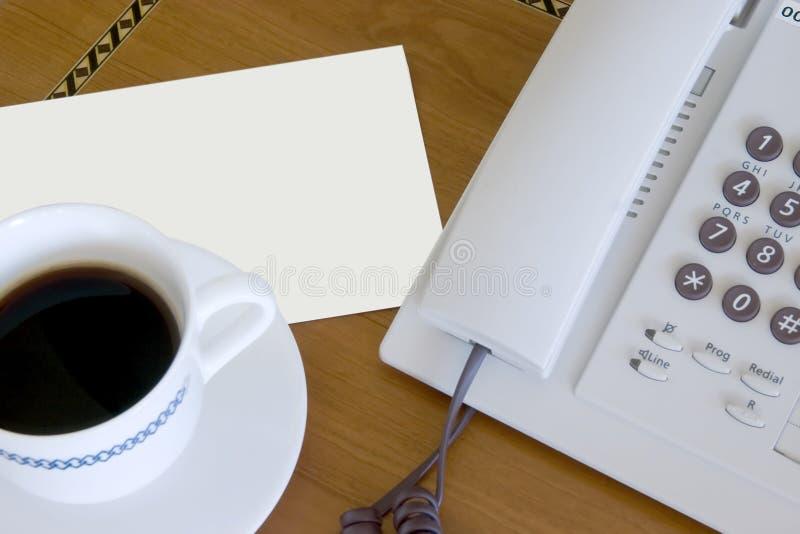 Kaffee, Zeichen und Telefon lizenzfreies stockfoto