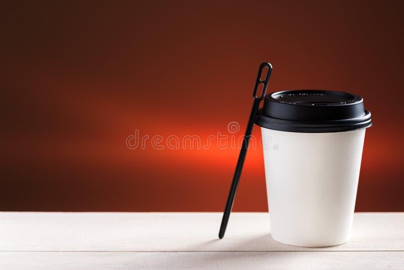 Kaffee zum zu gehen lizenzfreie stockfotografie