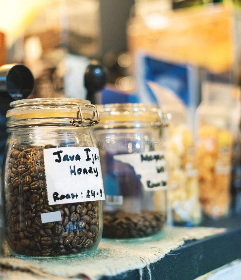 Kaffeebohne im Glasgef?? Arabica-Kaffee Bean Variant Java Ijen Raung mit Braten Honey Process To Enhance Sweet und bitter Geschma lizenzfreies stockfoto