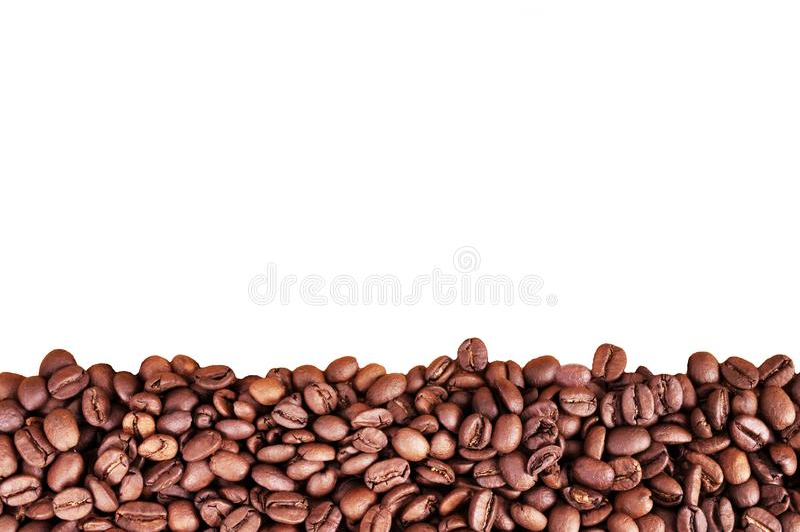 Kaffeebohnen an der Grenze des Bildes mit Kopienraum für Text Kaffeehintergrund oder Beschaffenheitskonzept Kaffeebohnen auf weiß stockbilder
