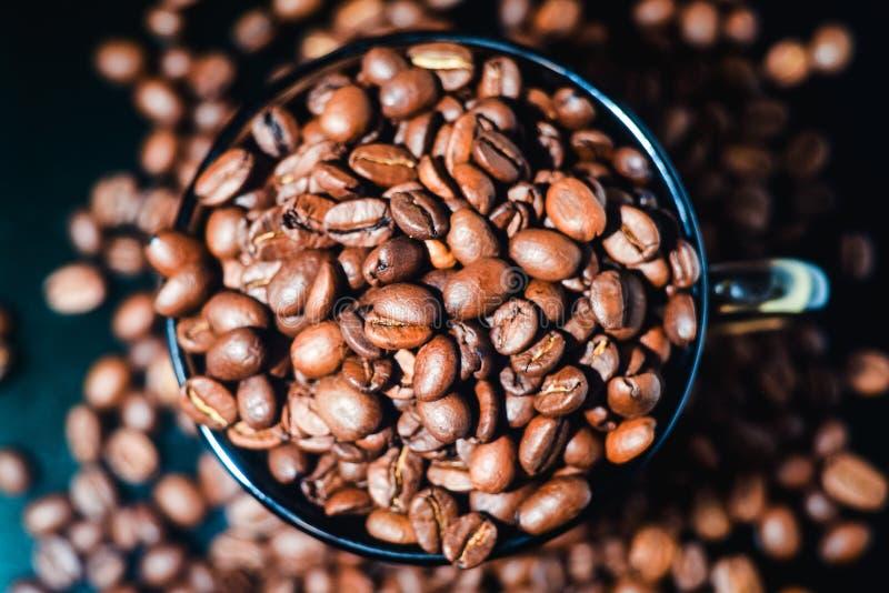 Kaffeebohnen, schwarzer Kaffee lizenzfreies stockfoto