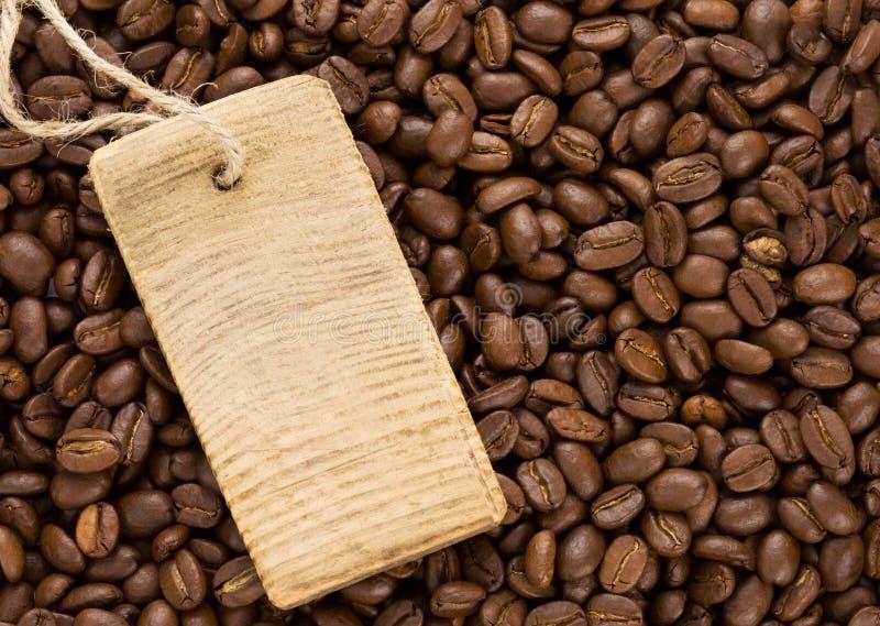 Kaffeebohnen und Preis stockbild