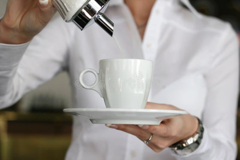 Download Kaffeejustage stockbild. Bild von sweeten, klumpen, kellnerin - 9078553
