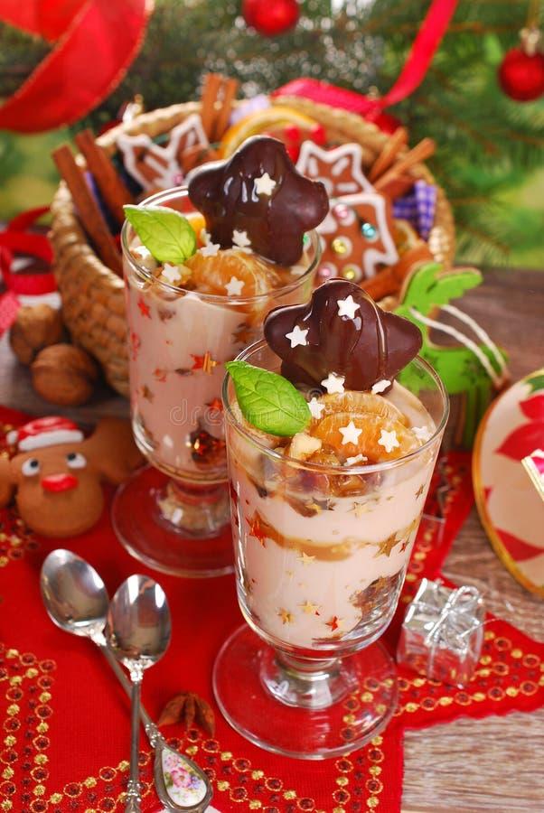 Kaffeenachtisch mit Honig und Nüssen für Weihnachten lizenzfreie stockbilder