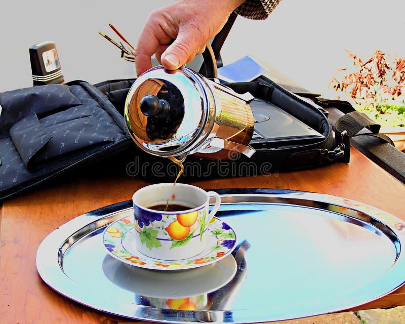 Download Kaffeepause stockbild. Bild von schreibtisch, bruch, kaffee - 25653