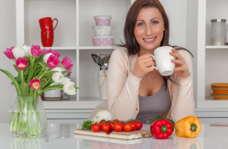 Kaffeepause-Frau lizenzfreies stockfoto