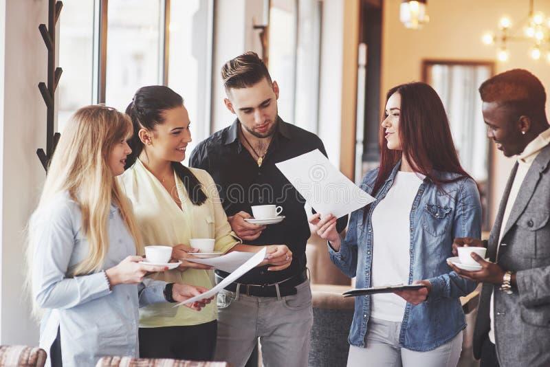 Kaffeepause-Geschäfts-Café-Feier-Ereignis-Partei Teamwork-Brainstormingkonzept lizenzfreies stockbild
