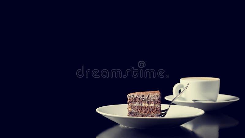 Kaffeepause mit Schokoladenkuchen lizenzfreies stockfoto
