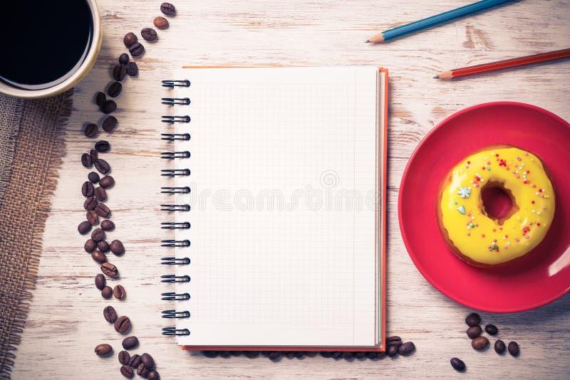 Download Kaffeepause mit Snack stockbild. Bild von ausbildung - 90237561