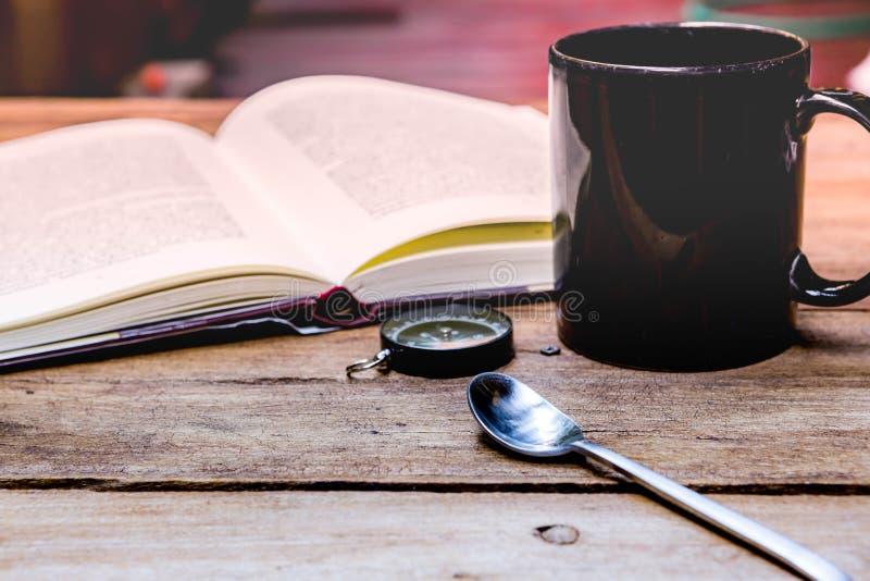 Kaffeepause und entspannen sich Zeit lizenzfreie stockfotos