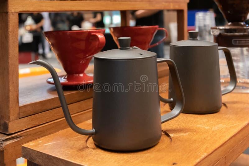 Kaffeet?pfe in der Kaffeestube lizenzfreies stockbild