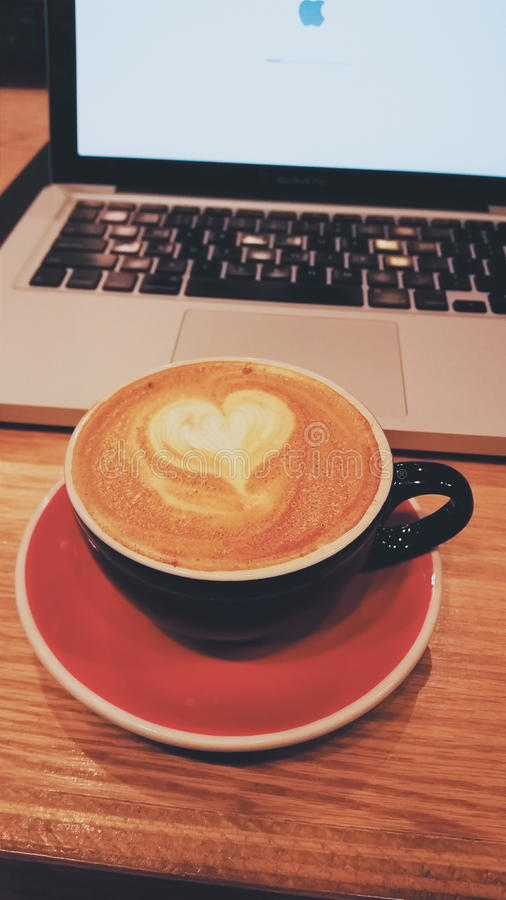 Kaffeetasseherz lizenzfreies stockbild