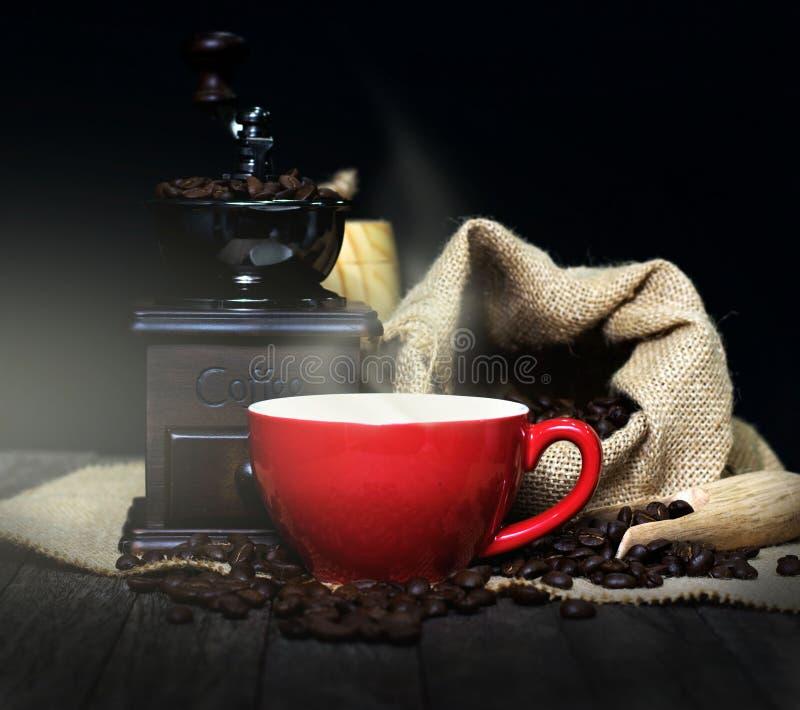 Kaffekopp, kaffebönor royaltyfria bilder