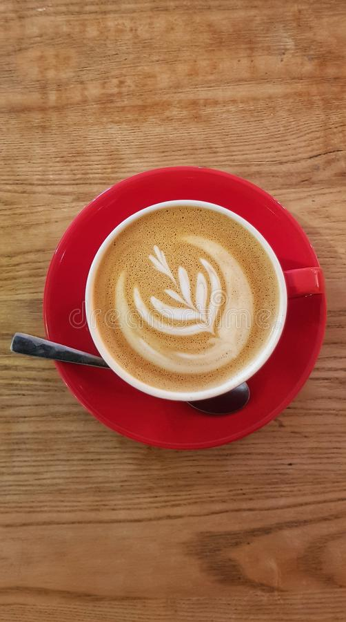 Kaffekopp med baristadesign på fradga fotografering för bildbyråer