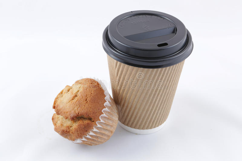 Kaffekopp och muffin royaltyfria foton