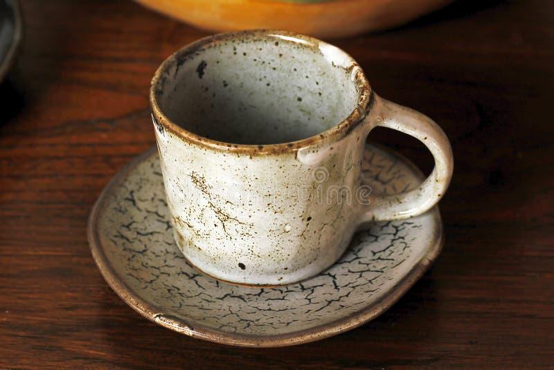 Kaffekopp som göras av keramiskt royaltyfria bilder