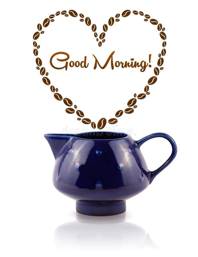 Kaffekrukan med kaffebönor formade hjärta med tecknet för den bra morgonen royaltyfria foton