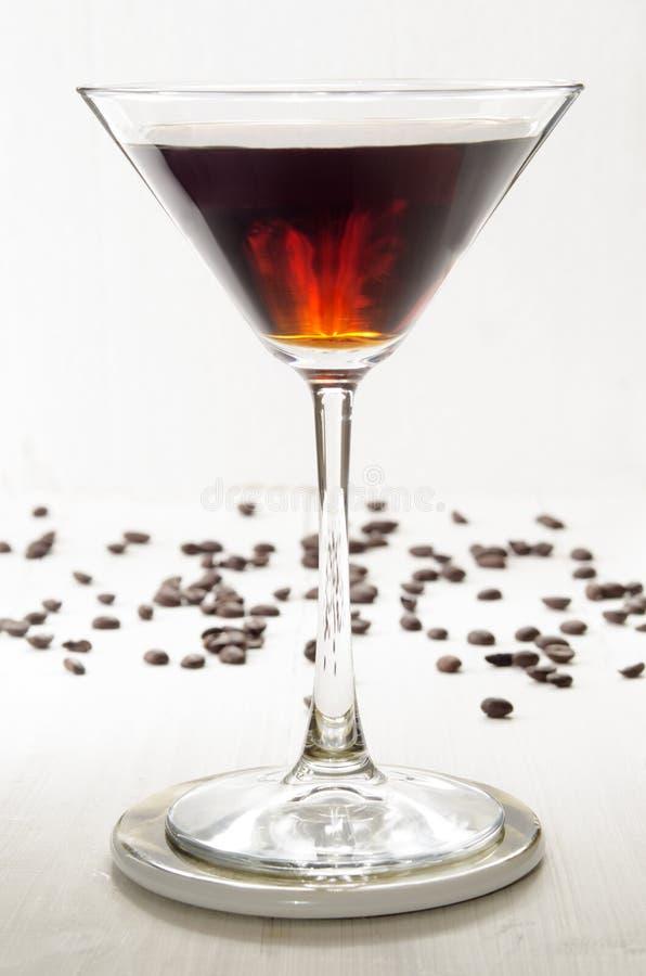 Kaffelikör i ett martini exponeringsglas royaltyfri foto