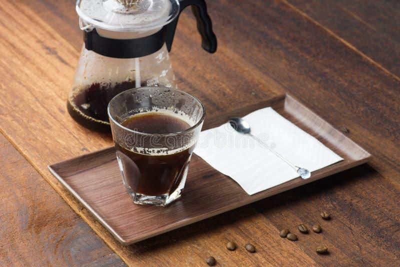 Kaffestekflott på träbakgrund arkivbilder