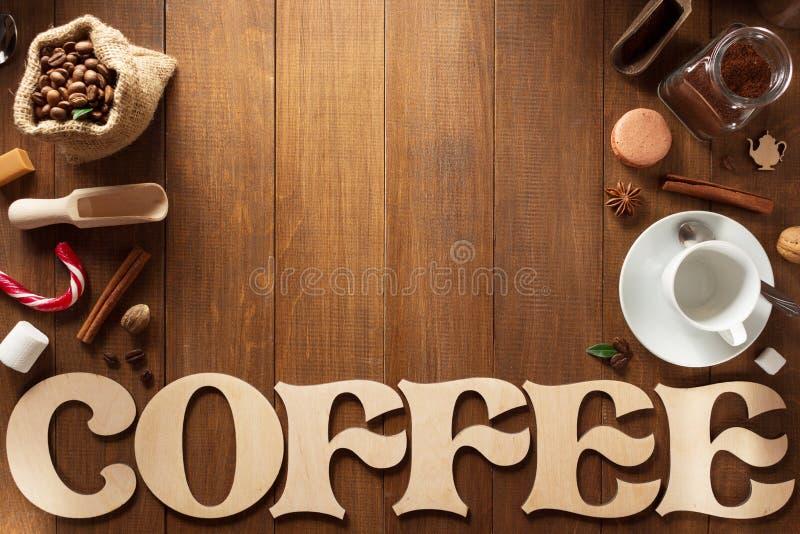 Kaffeuppsättning på trä royaltyfria foton