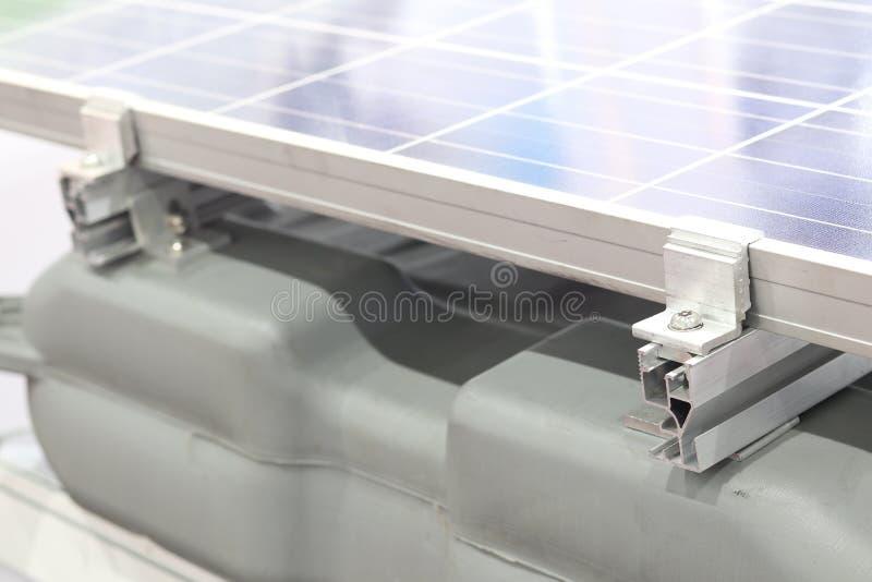 Kahat panel słoneczny; Instalacja obrazy stock