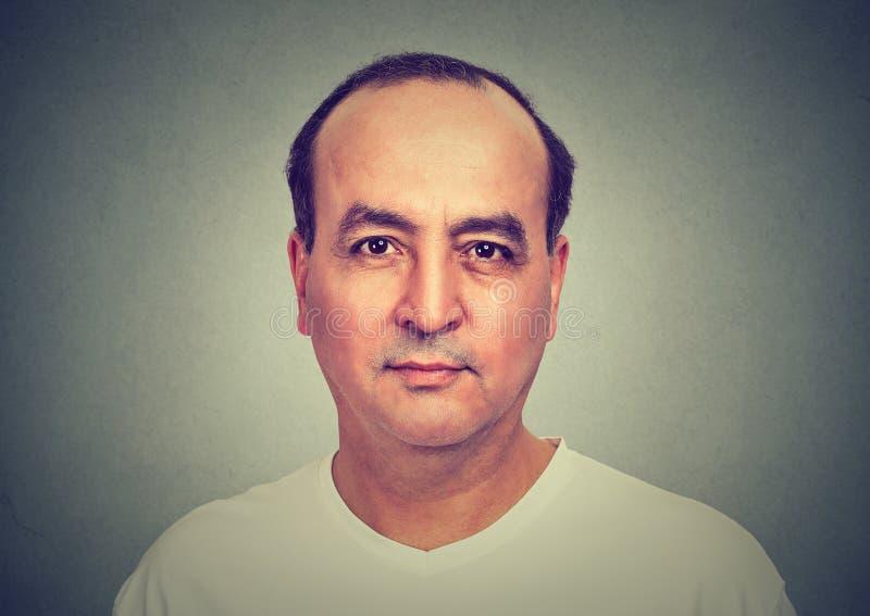 Kahl werdend Mann Nahaufnahmeporträt Headshot lizenzfreie stockbilder