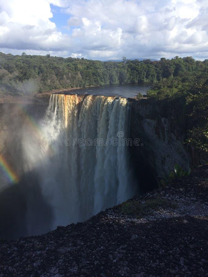 Kaieteur понижается радуга Гайаны стоковые изображения