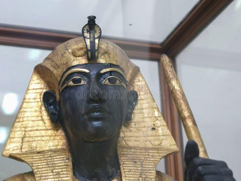 KAIRO, ÄGYPTEN SEPTEMBER, 26, 2016: Statue von tutankhamun im ägyptischen Museum von Kairo stockfoto