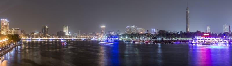 Kairo-Nacht panoramisch lizenzfreie stockfotografie