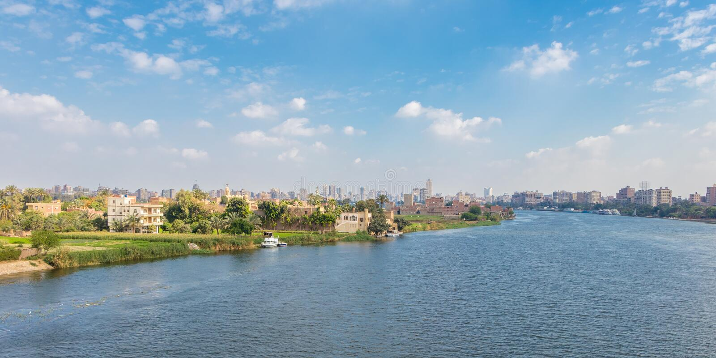 Kairo-Skyline und der Nil, Ägypten lizenzfreie stockfotografie