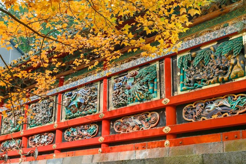 Kairo - väggen av den Yomeimon porten på dengu relikskrin i Nikko, Japan royaltyfri bild