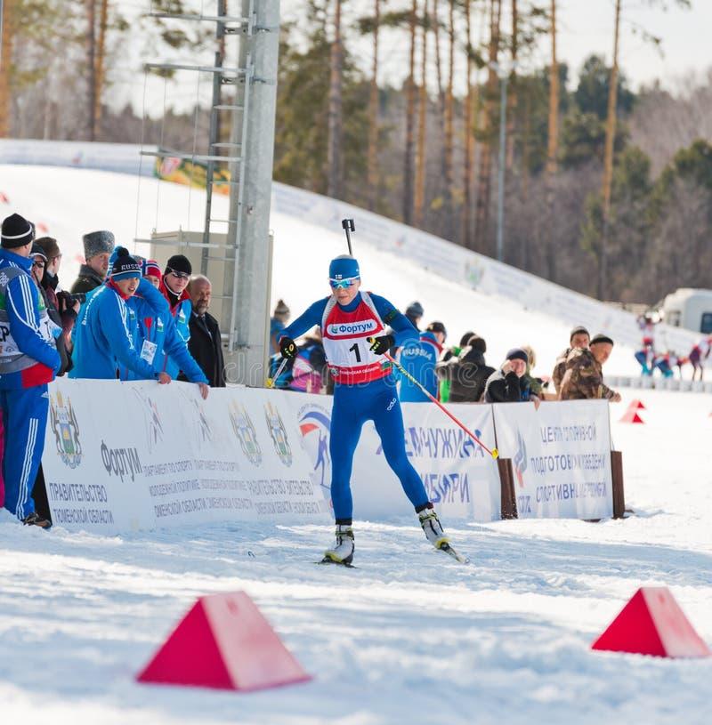 Kaisa MAKARAINEN (FENA) på Biathlonkvinnors staen för 13,5 km den mega mass arkivfoton