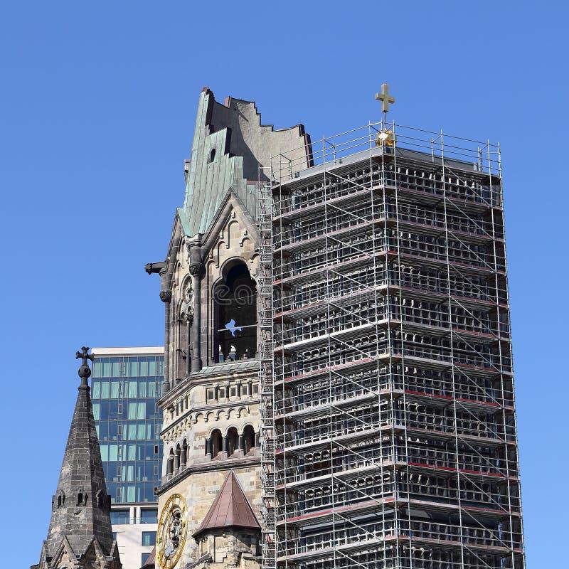 Kaiser威谦廉纪念教会的尖顶和钟楼在Berl 图库摄影
