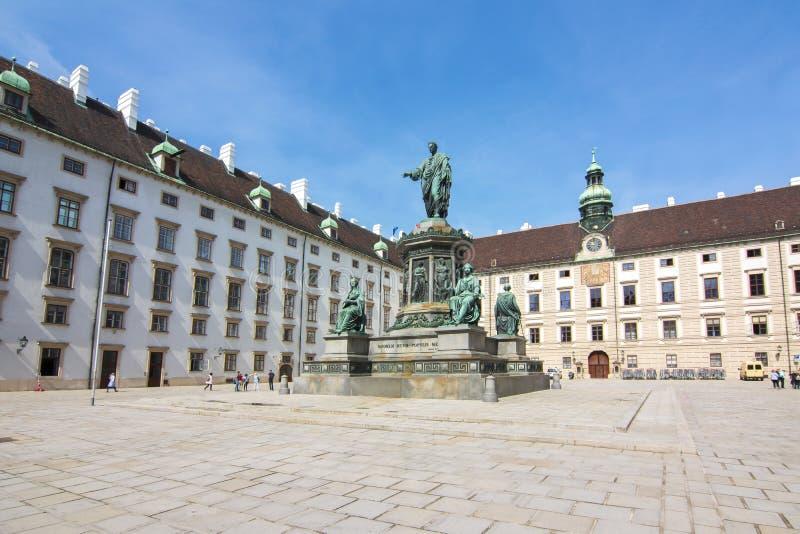 Kaiser弗朗兹我纪念碑在霍夫堡宫庭院,维也纳,奥地利里 免版税库存照片