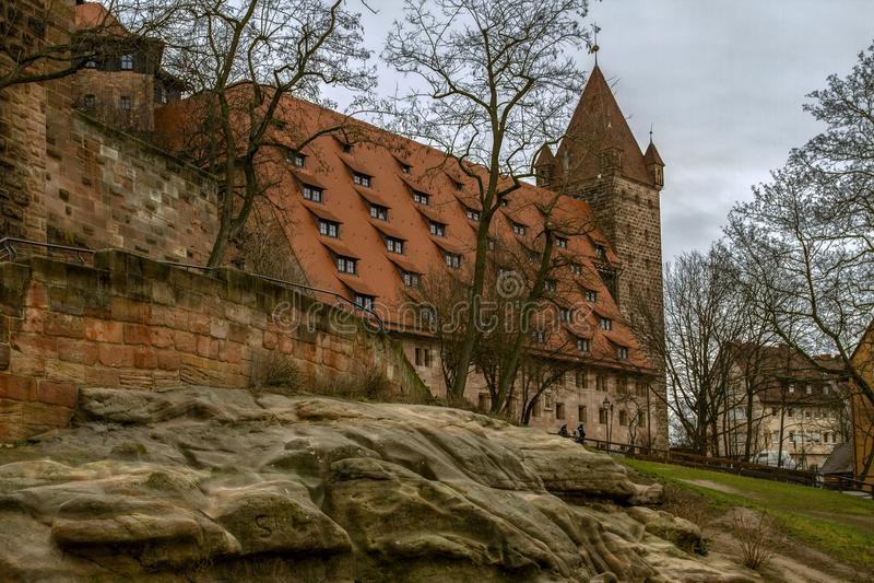 Kaiser calant la tour de и Luginsland, le monument historique en Bavière, Nuremberg, Allemagne images stock