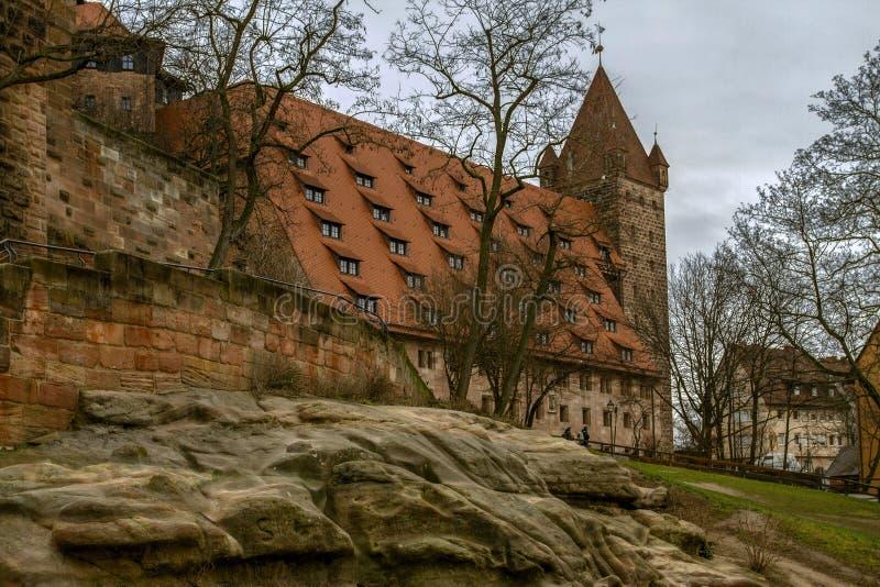 Kaiser die de Toren van и Luginsland, het historische monument in Beieren, Nuremberg, Duitsland blokkeren stock afbeeldingen