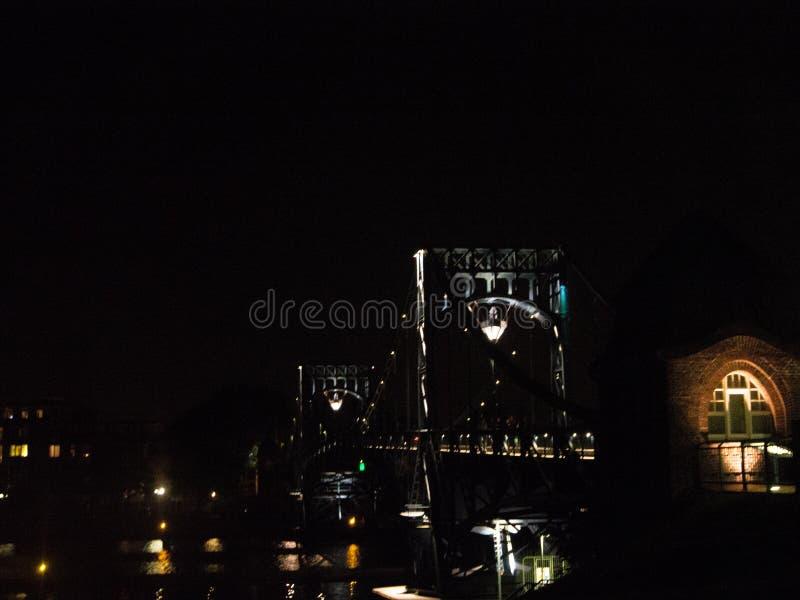 Kaiser Wilhelm Bridge la nuit, Wilhelmshaven, Allemagne images stock