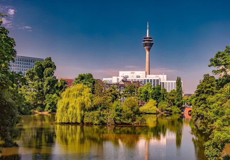 Kaiserteich park w Dusseldorf, Niemcy zdjęcia royalty free