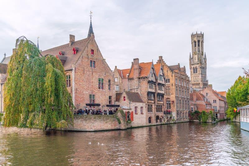 Kaj av radbandet Bruges _ royaltyfria foton