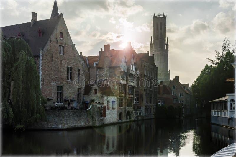 Kaj av radbandet på solnedgången Belgien bruges royaltyfri fotografi