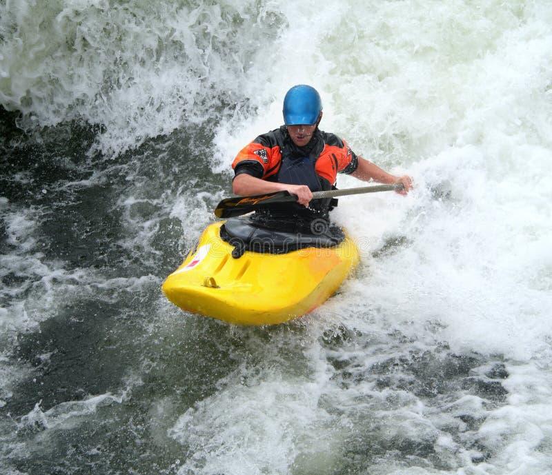 Kajak en el agua blanca fotografía de archivo libre de regalías