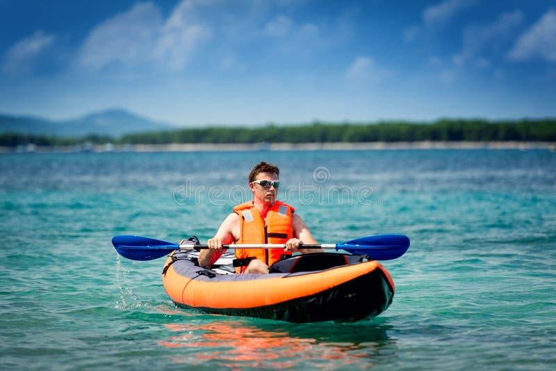 Kajak en el mar imágenes de archivo libres de regalías