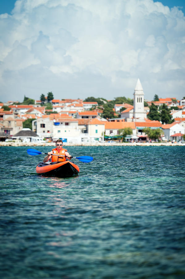 Kajak en el mar fotografía de archivo libre de regalías