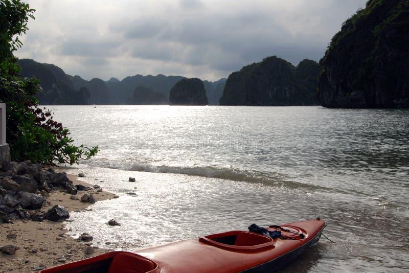 Kajak in Ha lange baai royalty-vrije stock fotografie