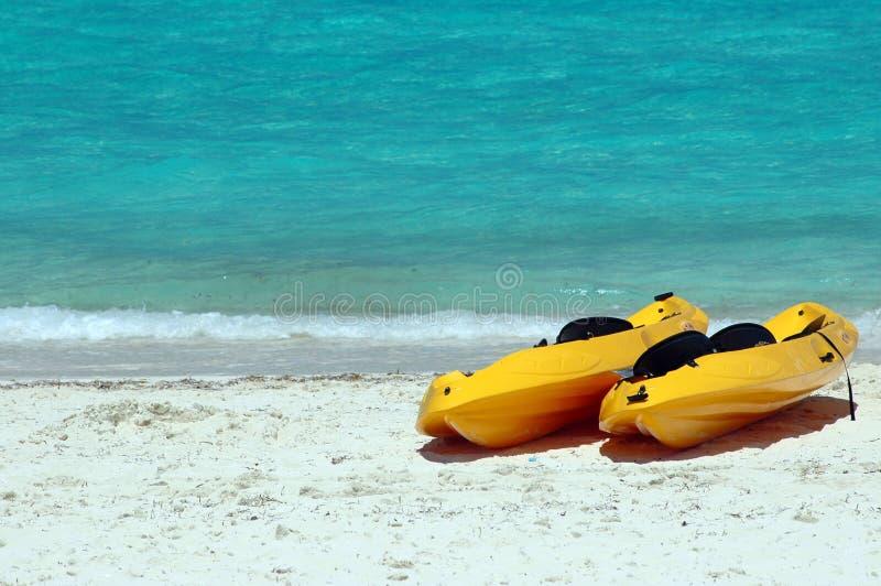 Kajak Na Plaży Morza żółty Zdjęcia Stock