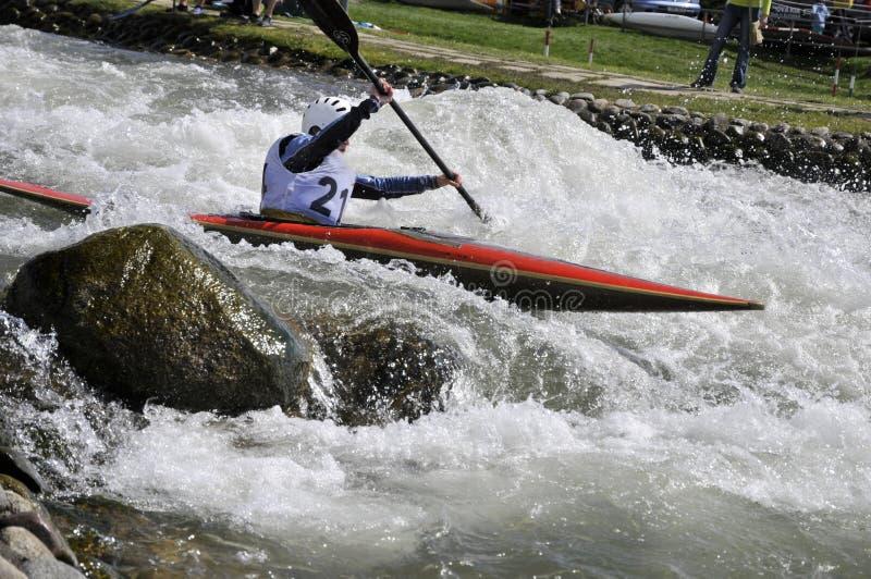 Kajak sui rapids fotografia stock libera da diritti