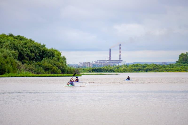 Kajakowi rowers na rzece zdjęcie stock