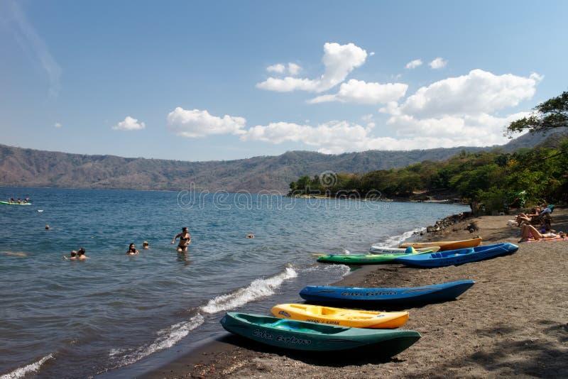 Kajaks op Laguna DE Apoyo royalty-vrije stock foto's